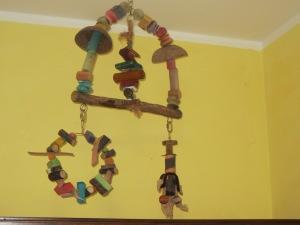 Spielzeugschaukeln und Ringe